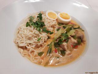 Thai Suppe mit Hühnchen und Kokos